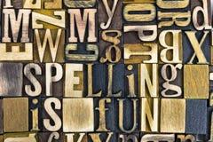 Uttrycker rolig boktryck för stavning trä Arkivfoto