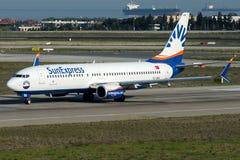 Uttrycklig TC--SEKsol, Boeing 737 - 800 Royaltyfri Fotografi