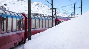 Uttryckliga Bernina, järnväg mellan Italien och Schweiz Royaltyfri Bild