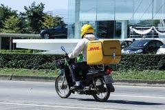 Uttryckliga DHL och logistik Mini Container Motorcycle Fotografering för Bildbyråer