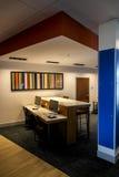 Uttryckliga Holiday Inn och följen Dallas Texas - arbetsområden Arkivbilder
