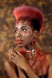 Uttrycksfull afrikansk amerikankvinna med dramatisk belysning arkivbild