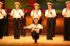 Uttrycksfull livlig dans av rött av revolutionära sjömän Royaltyfria Bilder