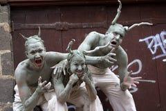 Uttrycksfulla skådespelarear i gatan Arkivfoton