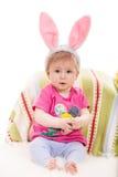 Uttrycksfullt behandla som ett barn flickan med kaninöron Royaltyfri Fotografi