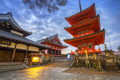 Utumnal Kiyomizu-Dera buddistisk tempel i Kyoto, Japan Fotografering för Bildbyråer