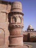 Utvändig arkitektonisk design av den Maan allsångslotten på det Gwalior fortet Royaltyfri Bild