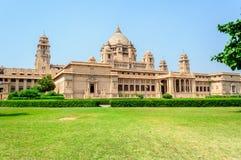 Utvändig sikt av den Umaid Bhawan slotten av Rajasthan Arkivbild