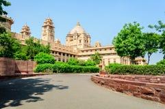 Utvändig sikt av den Umaid Bhawan slotten av Rajasthan Arkivbilder