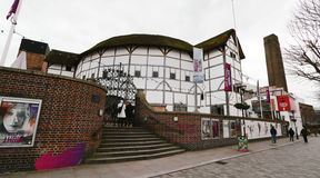 Utvändig sikt av Shakespeares GlobeTheatre Royaltyfri Bild