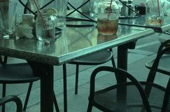 Utvändigt kafé för tabeller Royaltyfri Fotografi