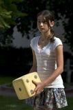 utvändigt leka för flicka som är tonårs- royaltyfri fotografi