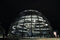 Utvändigt reichstagprovexemplar i natten, Berlin royaltyfri bild