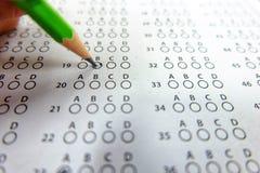 Utvalt val för blyertspennateckning på svarsark Arkivbild