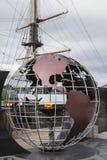 Utvandrareflamma och Dunbrodyen nya Ross i Irland royaltyfri foto