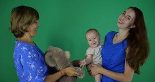 utveckling 3 av flickan, moderfarmodern och dother lager videofilmer