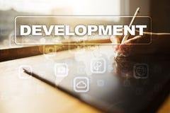 Utvecklingsbegrepp på den faktiska skärmen programvara personligt royaltyfria bilder