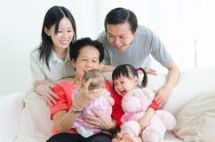 Utvecklingsfamilj för asiat tre Fotografering för Bildbyråer