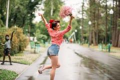 Utvikningsbrudflicka med buketten av blommor, retro mode Arkivfoton