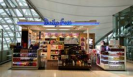 Uty自由商店在Suvanaphumi机场, 库存照片