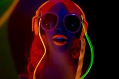 Uv glöddansare för sexigt neon Arkivbilder