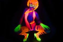 Uv glöddansare för sexigt neon Fotografering för Bildbyråer