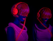 Uv glöddansare för sexigt neon Royaltyfri Foto