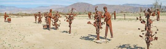Uva che tende - sculture del metallo - panorama Immagine Stock Libera da Diritti