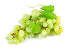Uva con le foglie su fondo bianco Immagine Stock Libera da Diritti