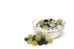 Uva e bacche del yogurt Fotografia Stock
