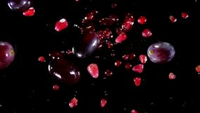 Uva e melograni con succo illustrazione vettoriale