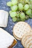 Uva e spuntino del formaggio Fotografie Stock