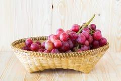 Uva em uma bandeja do fruto Fotos de Stock