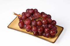 Uva en el fondo blanco, uva roja Fotografía de archivo