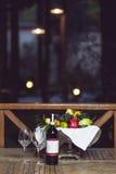 Uva, queso, higos y miel con un vino rojo Fotos de archivo libres de regalías