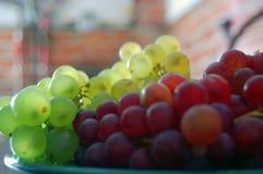 Uva rossa e bianca fotografia stock libera da diritti