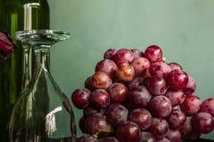 Uva rossa e vetri di vino Immagine Stock Libera da Diritti