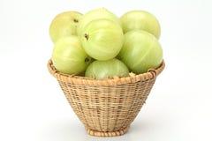 Uva spina fresche su bianco Immagini Stock