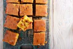 Uva sultanina e barre ghiacciate arancio fotografia stock libera da diritti