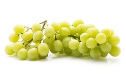 Uva verde isolata su bianco Fotografia Stock Libera da Diritti