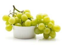 Uva verde isolata su bianco Fotografia Stock