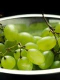 Uva verde nella ciotola Fotografia Stock