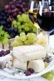 Uva, vino y queso foto de archivo