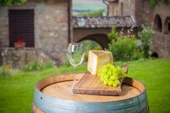 Uvas con queso y vino Fotografía de archivo libre de regalías