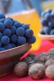 Uvas e castanha azuis Fotografia de Stock