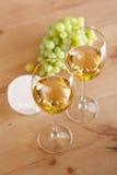 Uvas e vinho branco Fotografia de Stock Royalty Free