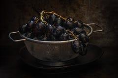 Uvas em um escorredor Imagens de Stock