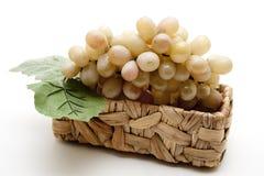 Uvas en la cesta Imagen de archivo libre de regalías