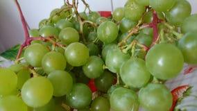 Uvas en la placa Fotografía de archivo libre de regalías
