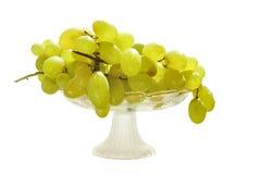 Uvas en un florero de cristal Fotografía de archivo libre de regalías